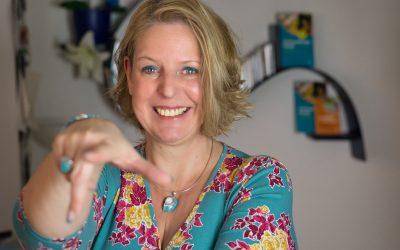 Wie du mit Leichtigkeit ein gutes Gehalt verhandelst – Mit Claudia Kimich